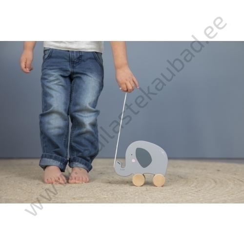 4450 – Little Dutch wooden pull along animal – elephant – 3